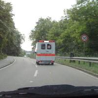 Richtung NSU, vor der Abzweigung zur Audi. Tempo 50 erlaubt, in Gegenrichtung bis vor kurzem jedoch 100, trotz der Abzweigung.