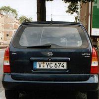 """Am """"Aktionstag"""" in Chemnitz stand dieser Opel der PD Plauen oder PD Aue in Chemnitz auf der B95 - Annaberger Str, stadtauswärts"""