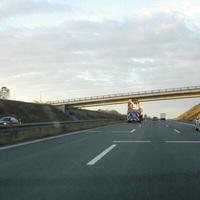 Sperrung der linken Spur in Gegenrichtung (Bayreuth). Warum? Siehe nächste Bild!
