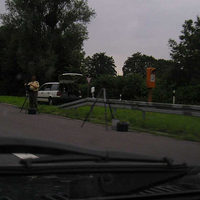 AS Mörse, Fahrtrichtung BS, erlaubte Geschwindigkeit 100 km/h, nach langgezogener Rechtskurve und Gefälle