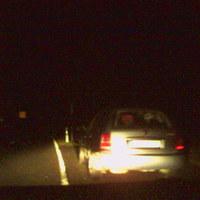 Aus dem Kofferraum dieses Fahrzeugs wurde geblitzt, das direkt an der Holzmühle stand, zu zweit saßen sie drin, Auto fiel von weitem sofort als verdächtig auf, wer da geblitzt wurde, muss wohl geschlafen haben. Dürfte ein silbergrauer Scoda Octavia sein (BT-IV-37). Aufnahme leider nicht die beste, wir hatten keine Digi-Cam mit Blitz dabei, aber für Handy ganz ok!