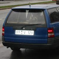 Hier der bekannte Blitzer für Kulmbach und umgebung, meistens ein blauer Opel (BT-V-129) Er blitzte am Freitag den 26ten 11.04 doch ich habe ihn gleich beim aufbauen erwischt! ;-)