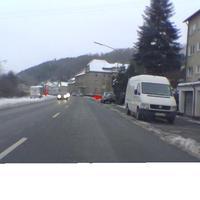 Die Anfahrt, hier wurde gerade aufgebaut, wie die roten Hütchen auf beiden Seiten erkennen lassen :-)