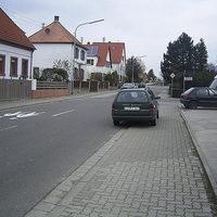 Wieder einmal trieb das grüne Radarfahrzeug mit Kennzeichen LU-PJ 347 im Landkreis Bad Dürkheim sein Unwesen. Sehr sinnvoll ist diese Stelle nicht gewählt; dafür fehlt das Gefahrenpotential an der Ecke. Allerdings war die Meßstelle (wie schon so oft mit diesem Fahrzeug) derart offensichtlich, daß jeder selbst Schuld war, wenn er denn reingefahren ist.