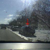 Leider wegen Gegensonne nicht besonders gut zu erkennen, aber aus dem Auto wurde geblitzt, war recht spät zu erkennen