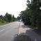 Ansicht aus Rtg. Lübstorf in Rtg. Schwerin; recht spät zu erkennnen, obwohl der Blitzer schon offen an der Straße stand. Leichtes Gefälle, nach 150 m beginnt eine 70km/h-Strecke.