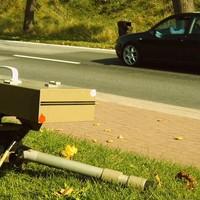 Sensor und Kamera ortsauswärts, ca. 150 vom Ortsschild.