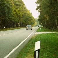 Anfahrt in Richtung Ludwigslust. Der bekannte rote T4 stand rechts im Seitenweg.