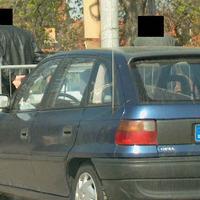 Das Fahrzeug gehört zur den Beamten.