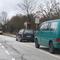 Kuckuck!!! wer steht denn da wieder als vorderstes Auto im Parkstreifen? Genau... Das besondere: Man richte das Augenmerk auf den undurchsichtigen Kastenwagen dahinter- der steht da nämlich nicht zufällig. Unterstützungsfahrzeug der Messeinheit welches dem Radarkombi Deckung geben soll- kann ja nicht angehen dass friedfertige Bürger die Falle riechen...Nummer nicht ganz mitbekommen- leider- der Messzeuge räkelte sich im Grünen Bus....RD-NA 18(?)