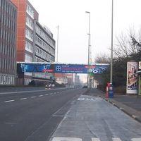 Anfahrtsansicht. 60km/h erlaubt, große Brücke vom Bayer-Werk ist weithin zu sehen.