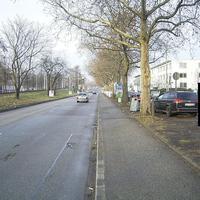 Die Messstelle befindet sich in Mannheim in der Friedrich-Ebert-Straße stadtauswärts (50 km/h). Gemessen wurde mittels Multanova VR 6F im Stativbetrieb. In der Anfahrt sehr schwer zu erkennen, nicht zuletzt durch den Regenmantel um die Stativbeine.