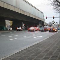 Das ist die betrofffene Kreuzung Fürther Strasse / Sigmundstraße. Ganz links im Bild ist bereits ein weißer VW-Bus zu sehen,...