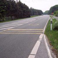 Auf der B8 Richtung Wesel lacht Dir kurz vor der Kreuzung B8/Mühlenfeldstraße ein Smily entgegen.