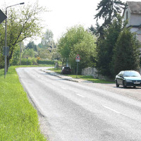 Der Messwagen steht auch des öfteren ein paar Meter vorher, aber wegen des sonnigen Wetters wurde wohl der Schattenparkplatz gewählt.