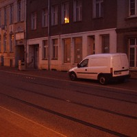20:15 Uhr, Abenddämmerung...alles könnte so friedlich sein  :o) ...immer diese Gehwegparker...