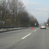 """Anfahrtsansicht; von hier aus ist nur ein dunkles """"Gestell"""" links zu erkennen. Der Volvo sieht schon mehr...."""