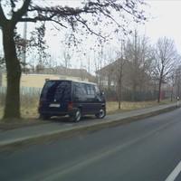 Der Wagen steht ungefähr 10m vor Ortsende. Kennzeichen: VEC RM 593