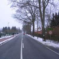 Anfahrtsansicht. Foto vom OA Pingelshagen in Rtg. Schwerin. Unmittelbar nach dem OA-Schild befindet sich der 60er-Bereich.