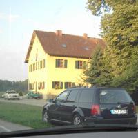 Leider nur dieses eine Bild gegenüber vom Schloßgut in Erching / Normalerweise wird via Lichtschranke weiter hinten geblitzt