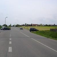 Blick in Fahrtrichtung Seukendorf. Links gehts nach Hiltmannsdorf.