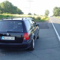 Auf dem Foto ist eines der Meßfahrzeuge der PD Merseburg zu sehen. Von diesen Gölfen ;-) soll es angeblich vier Stück in sehr ähnlicher Lackierung geben - zwei mit Speedophot und zwei mit Multanova.