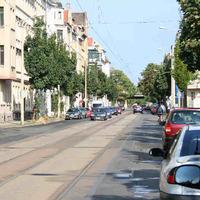 Anfahrt-der rote Opel ist der Messwagen der Polizei