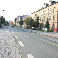 Anfahrtsblick. In dieser Straße wird sehr häufig gemessen. Dies geschieht auch mittels Laser und an verschiedenen Standorten in beiden Richtungen.