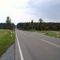 In Fahrtrichtung Bräuersdorf => FÜ ist rechts der rote Messbus der VPI Ansbach zu sehen.