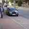 VW Variant mit 2 alten Männern vom Ordnungsamt des Kreises Wesel blitzt in beide Richtungen. Die nette Dame gehört zum Glück nicht dazu.