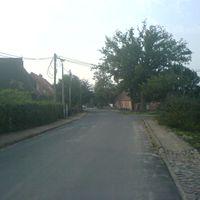 Verträumter Stadtteil von Schwerin; 30er-Zone; rechts vor links