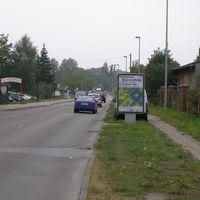 Blick aus Rtg. Güstrower Straße kommend. Das Auto wurde recht pfiffig versteckt. Diese Strecke wird derzeit als Umleitung genutzt und entsprechend mehr befahren.