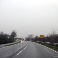 Anfahrtsansicht: Erst 100km/h, dann 80km/h, dann Kreuzungsbereich/Brückenzufahrt mit 60er Zone