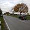 """Gegenrichtung aus der Sicht des """"Ortsschildes"""": Messpunkt direkt links hinter dem geparkten Auto (Schlecht erkennbar)"""