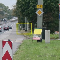 Nur sehr schwer zu erkennen! Rechts unterhalb der Böschung das Messfahrzeug. Gemessen werden hier die 2 Hauptspuren Richtung Rastatt und die Abbiegespur auf Höhe Michelin