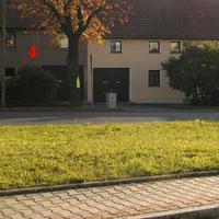 Hier ein Blick auf die Blitzstelle .da wo der rote Pfeil ist stand das Fahrzeug VW Golf Kombi silber