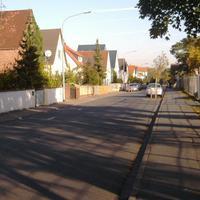 Wer morgens in Griesheim aus Sankt Stephan kommend Richtung Wilhelm Leuschner Straße unterwegs ist, sollte am Sportplatz auf silberne Opel Astras achten...