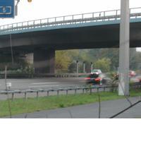 Wenn man zu dem Kasten will, muss man sich durch viel Grünes kämpfen...oder hoffen, dass in der Autobahnmeisterei Darmstadt niemand aufpasst. :)
