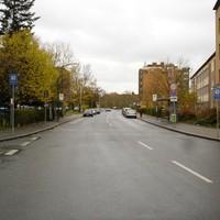 Anfahrtsansicht aus Sicht der Kreuzung Flurstrasse.