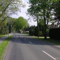 Anfahrtsansicht: Ca. 300 Meter nach Ortseinfahrt