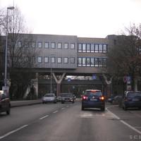 Anfahrtsansicht: Fussgängerüberweg, Uni-Fussgängerbrücke, Fussgängerüberweg, Blitzer
