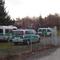 Der städtische Fuhrpark, diesmal sogar aus drei Transportern bestehend, war auf demselben Parkplatz untergebracht, auf den auch die Raser gewunken wurden.