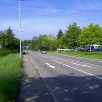 Die anscheinend übersichtliche Ausfallstraße von Aichschieß in Richtung Esslingen verleitet zum etwas schnelleren Fahren. Das Ortsende liegt in etwa 400m.