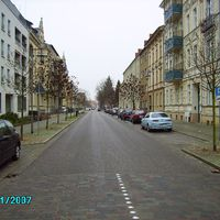 Schöne grade lange Straße, wer will da schon 30 km/h fahren müssen.