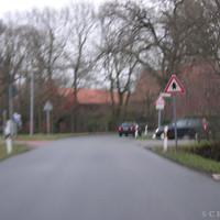 """Anfahrtsansicht: Hier warnt das """"Schule"""" Schild noch, direkt nach der Kurve wurde geblitzt"""