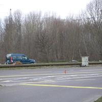 das typische blaue Blitzerauto mit Blitzermülltonne