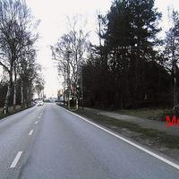 """Anfahrt. Meßfahrzeug der Firma """"Vetro GmbH"""" rechts auf der Wiese, per Funk mit dem Radar verbunden ..."""