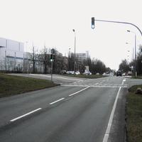 Anfahrt. Ab der Einfahrt in die Gartenstadt gilt Tempo 50, vorher 60. Es sollten also keine Gewaltbremsungen nötig sein.
