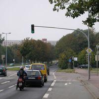 Meßort der Sorte oberfies. An dieser Stelle gelten für vielleicht 300m 50 km/h. In Gegenrichtung gelten 70km/h, obwohl dort durch den LIDL viele quer über die Straße fahren, um zu wenden etc.