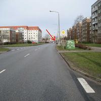 Die Makarenkostraße in Schönwalde II. Anfahrtsansicht. Messstelle zwischen Dostojewskistraße und Prokofjewstraße, FR. Karl-Liebknecht-Ring (Klinikum)